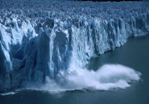 """פארק לוס-גלסיאראס: פריטו מורנו """"הקרחון המתנפץ"""", ארגנטינה"""