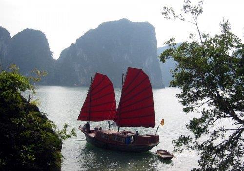 מפרץ האלונג, וייטנאם – Halong Bay